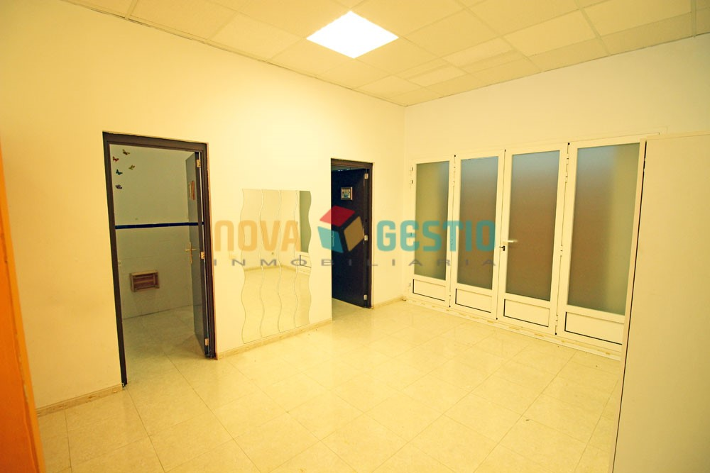 Amplio local comercial en alquiler en Manacor : : LO588MA-AES