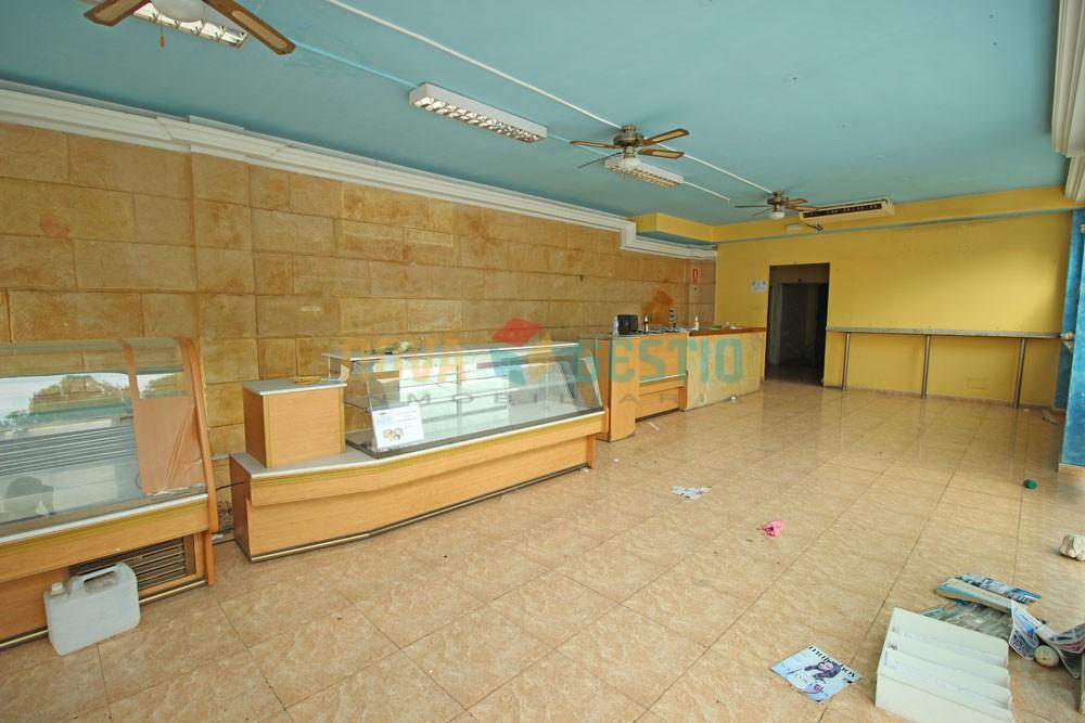 Großes Ladenlokal in Cala Millor zu vermieten  : : LO599CMI-ADE
